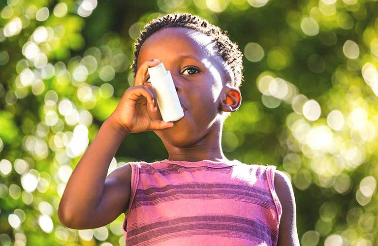 thuốc hít chứa corticosterods có thể ảnh hưởng đến sự phát triển của trẻ