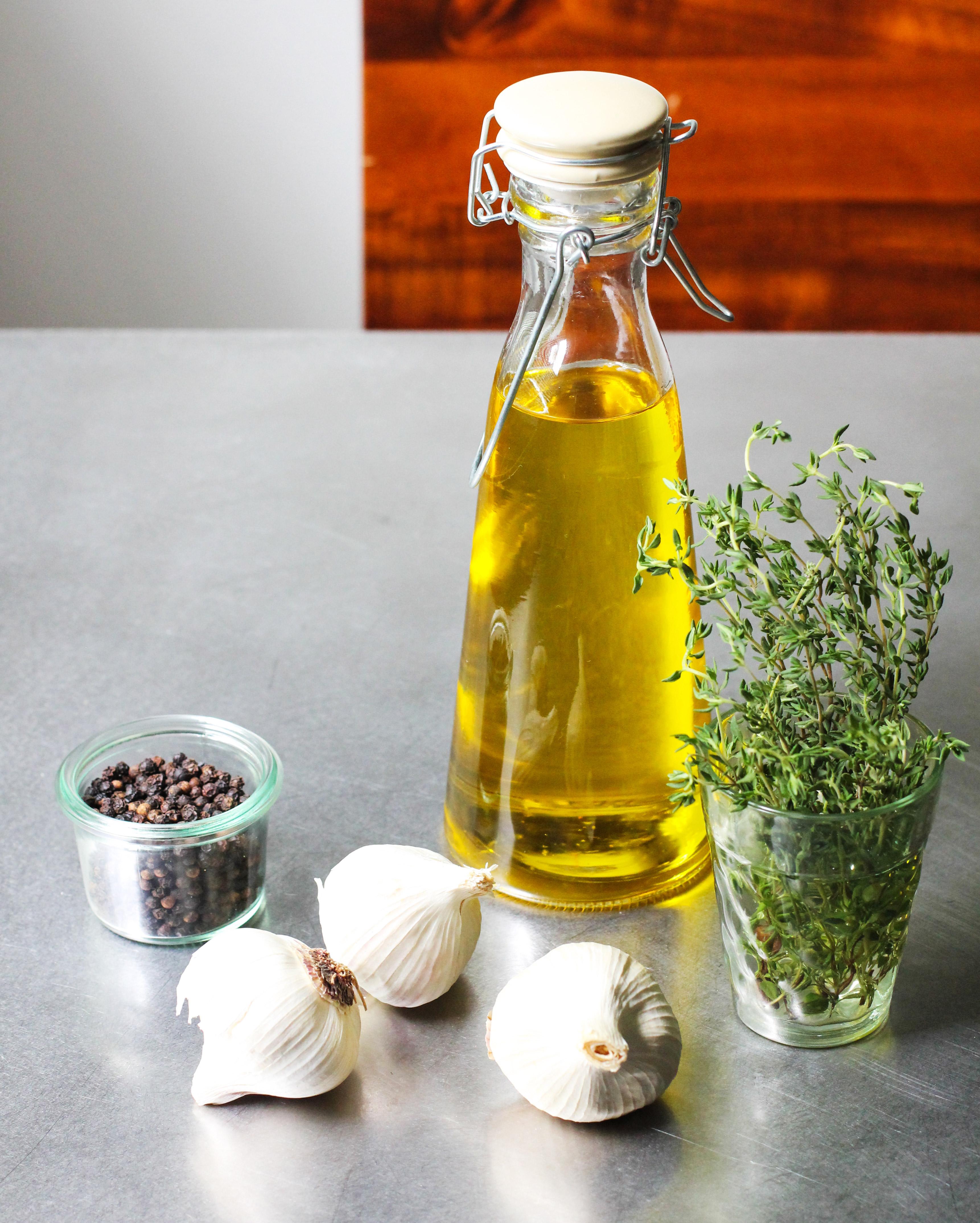 Tinh dầu tỏi chữa đau họng