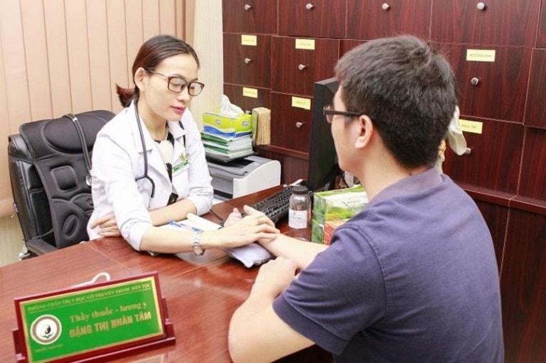 Bệnh nhân điều trị tổ đỉa tại Trung tâm Thuốc dân tộc