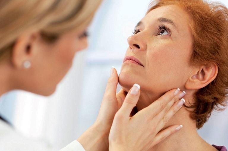 Tóc rụng là triệu chứng của bệnh gì?