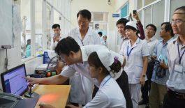 Phó Chủ tịch Đặng Việt Dũng kiểm tra thực tế tại TTYT quận Liên Chiểu.