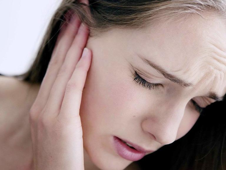 triệu chứng ung thư tai