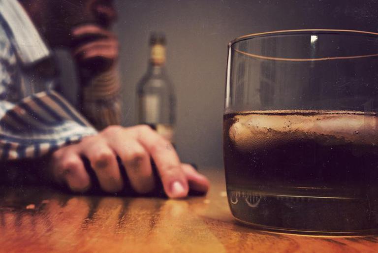 dấu hiệu xuất huyết dạ dày do rượu