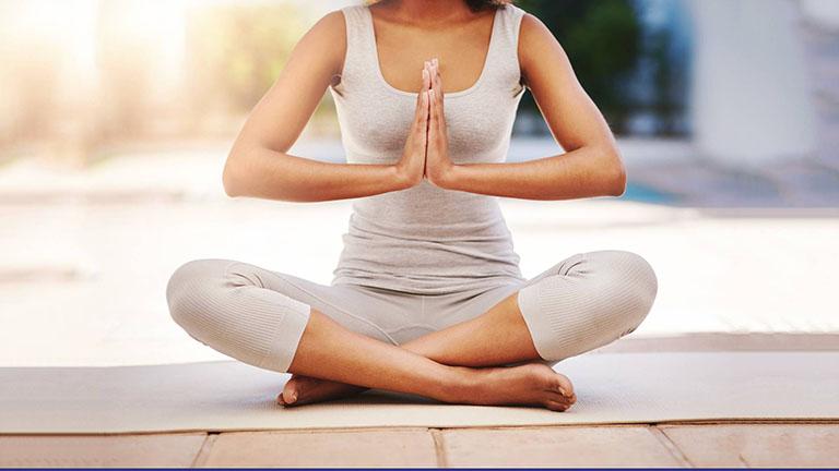 yoag cho người đau khớp háng