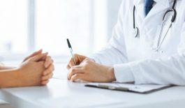 Nếu tình trạng trĩ ngoại diễn ra trầm trọng, bác sĩ sẽ chỉ định thực hiện tiểu phẫu, cắt bỏ búi trĩ.