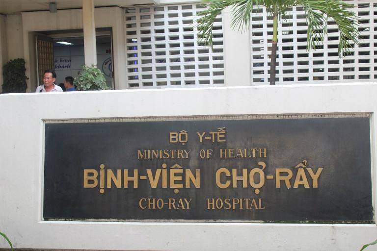 Khám và chữa bệnh trĩ ở bệnh viện Chợ Rẫy (TP.HCM).