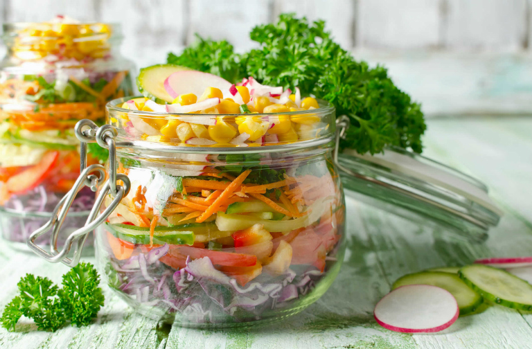 Sau khi mổ, bệnh nhân nên ăn các thực phẩm nhiều chất xơ: các loại đậu, gạo lứt, mè đen, bột mì, rau củ,... sẽ giúp ích cho tiêu hóa.