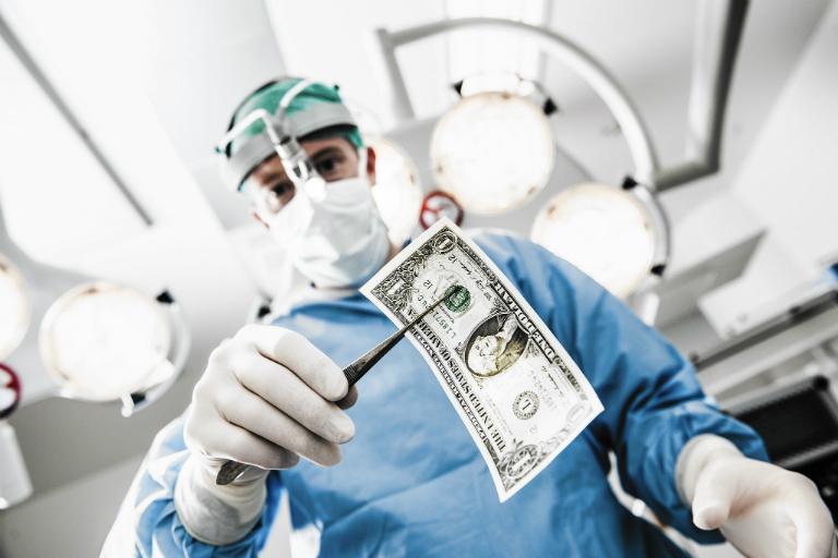 Tùy vào thời điểm phẫu thuật, chất liệu khớp háng nhân tạo và tình trạng của bệnh, tổng chi phí cho cuộc phẫu thuật sẽ khác nhau