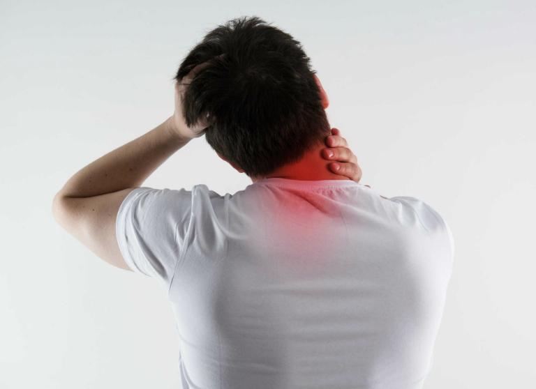 Người bệnh có thể bị đau ở các vùng khác như: cổ, vai, khuỷu tay, đầu gối hoặc mắt cá chân,...