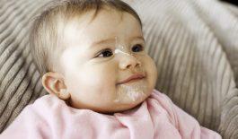 Cách khắc phục tình trạng bé hay nôn trớ chậm tăng cân
