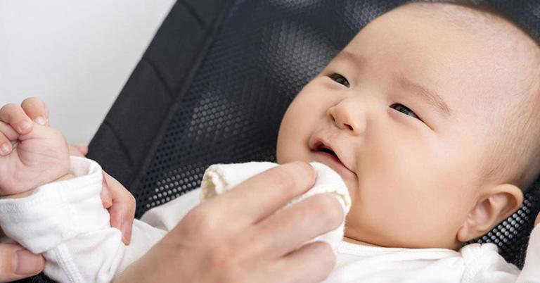 Cần phải có các biện pháp khắc phục kịp thời khi bé nôn trớ ra dịch vàng