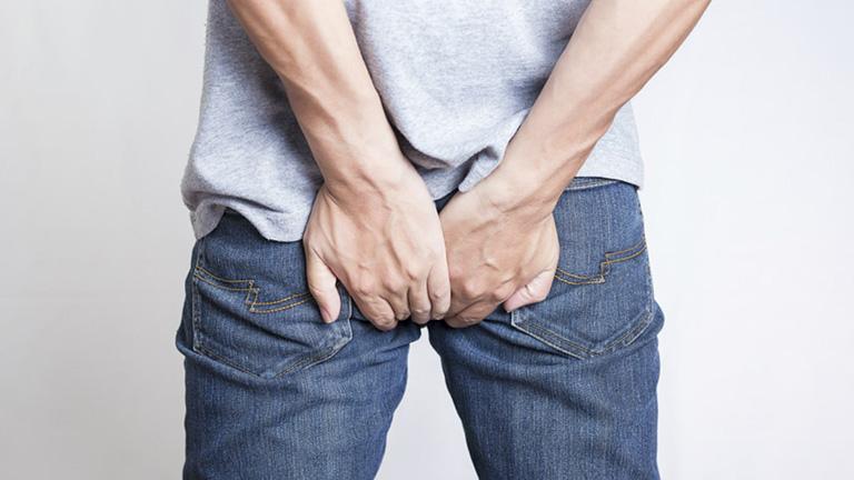 Ngứa và đau rát hậu môn là các triệu chứng phổ biến của bệnh trĩ giai đoạn đầu