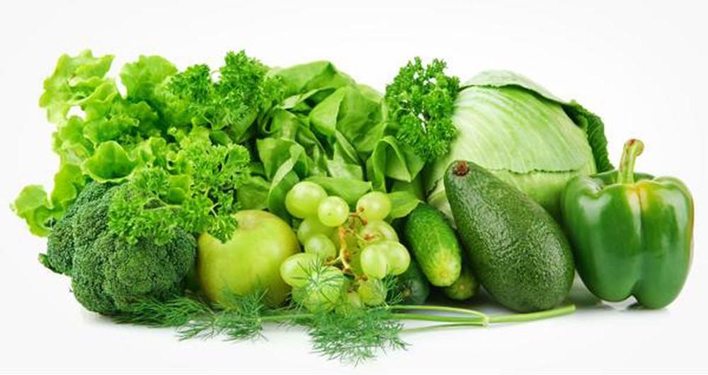 Ăn nhiều rau xanh và hoa quả tươi