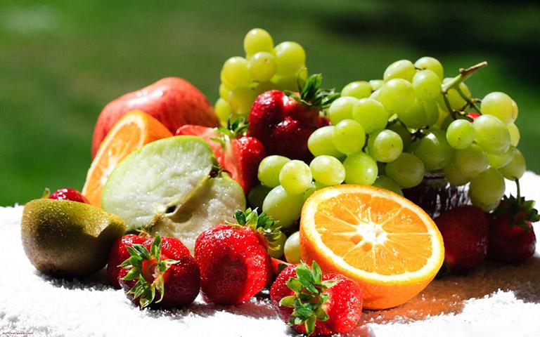 Nên ăn nhiều rau xanh và trái cây tươi khi bị bệnh trĩ