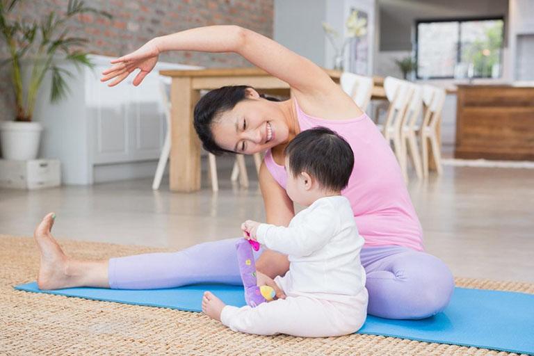 Tập thể dục thường xuyên sẽ làm giảm được chứng táo bón sau sinh