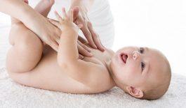 Cách xoa bụng chữa táo bón cho trẻ