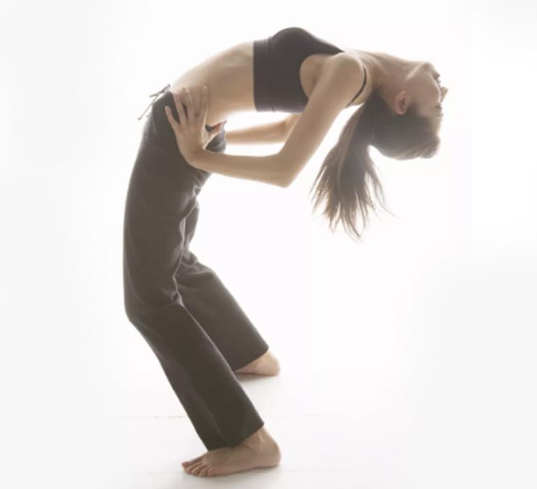 căng cơ lưng điều trị gai cột sống