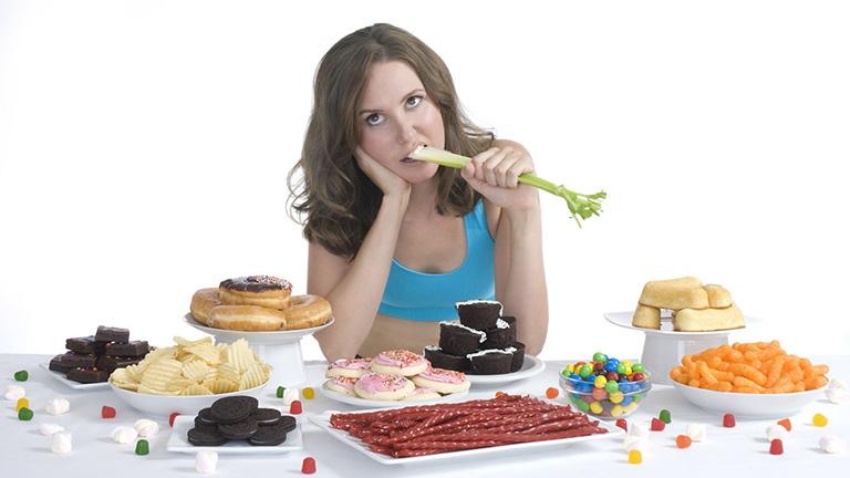 Ăn uống không hợp lý có thể dẫn đến đau lưng cấp tính