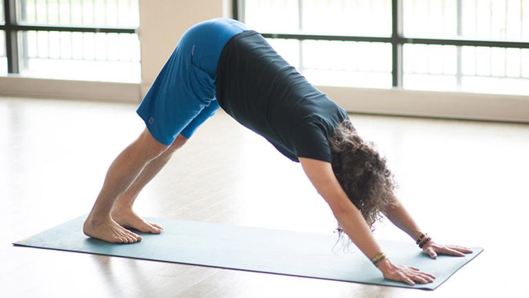 yoga chữa gai đôi cột sống