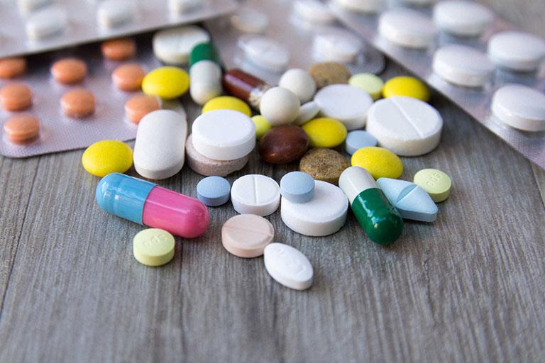 Sử dụng các loại thuốc giảm đau để điều trị gai đôi cột sống bẩm sinh