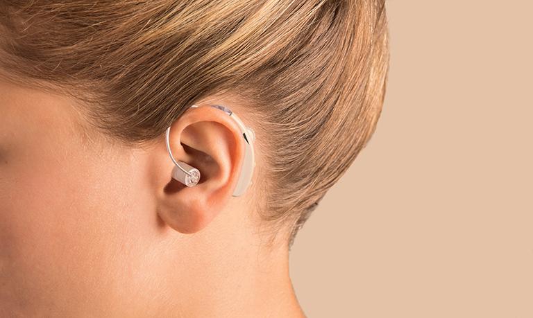 Sử dụng máy trợ thính điều trị khiếm thính