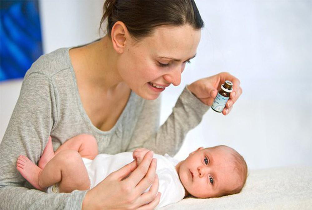 điều trị rụng tóc vành khăn ở trẻ