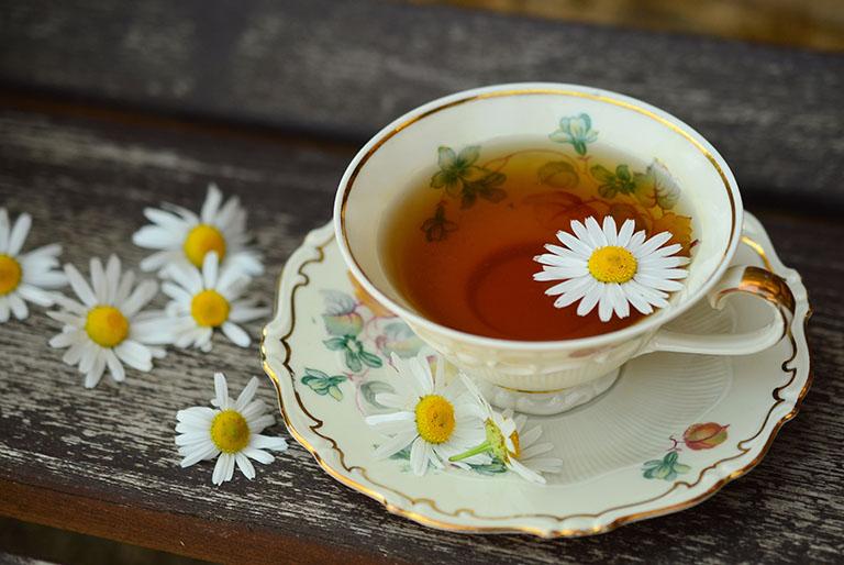 Trà hoa cúc có tác dụng cải thiện hệ tiêu hóa, làm giảm tình trạng táo bón