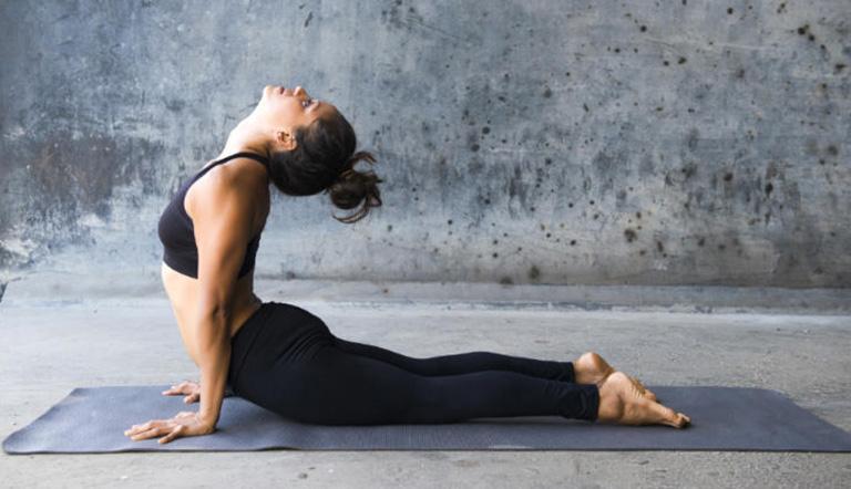 yoga gai cột sống