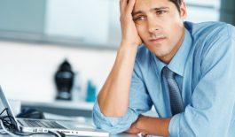 Khi mắc bệnh viêm đường tiết niệu, nam giới sẽ có những triệu chứng như nước tiểu có màu lạ, tiểu khó, tiểu rắt, bị đau buốt khi tiểu,...