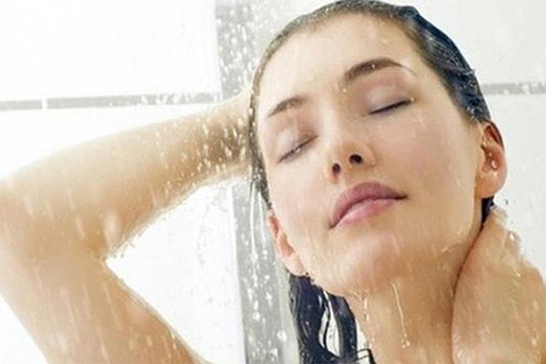 Thường xuyên vệ sinh cơ thể sạch sẽ để ngăn ngừa bệnh viêm nang lông