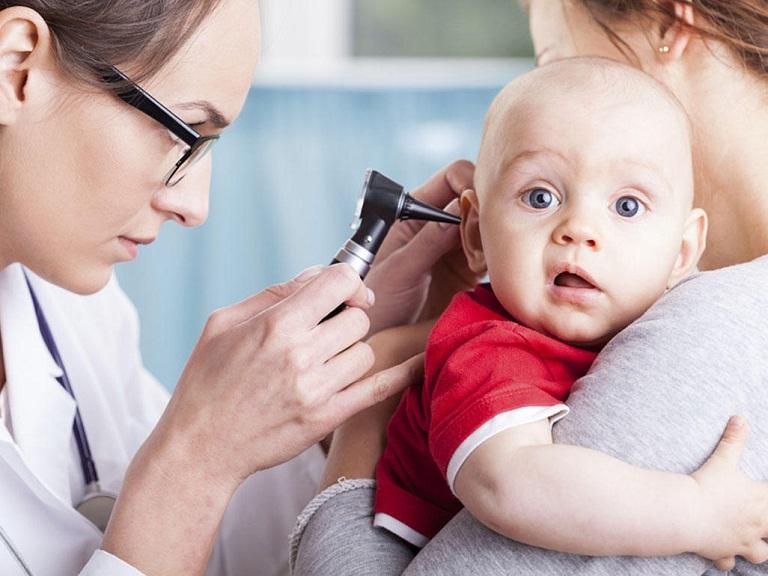 Điều trị viêm tai giữa ở trẻ sơ sinh