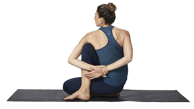 yoga chữa thoái hóa đốt sống lưng