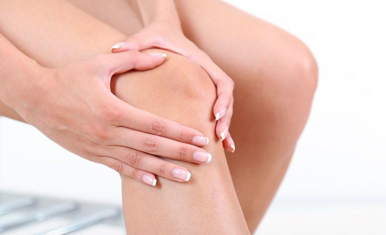 Handroxid dùng để điều trị các bệnh như thấp khớp, viêm khớp ở thiếu niên, chấn thương sụn, gân và dây chằng do chơi thể thao, bệnh gout,...