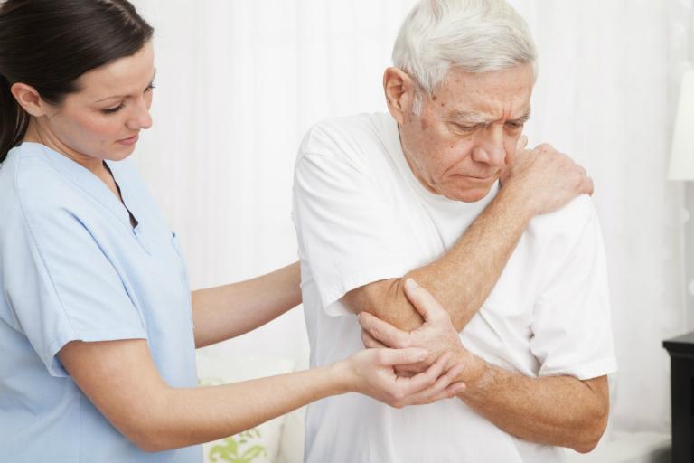 Sau khi tiêm Hyasyn, bệnh nhân thường cảm thấy đau. Triệu chứng này sẽ biến mất sau 48 giờ.