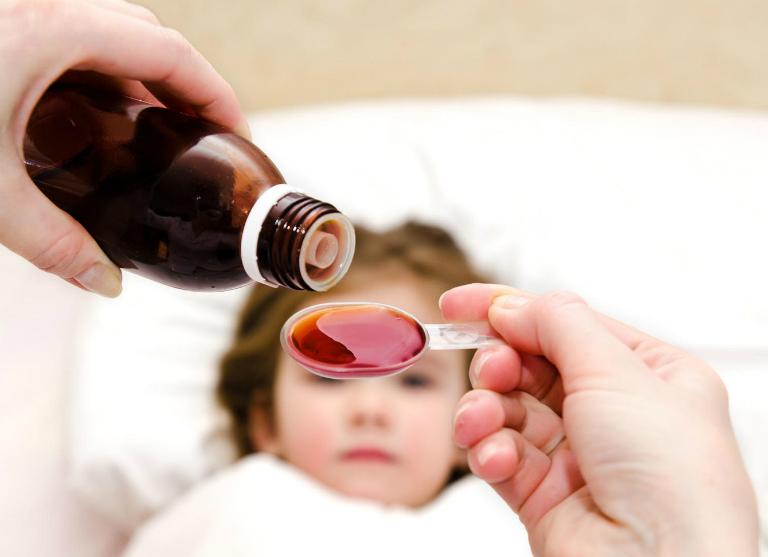 Thận trọng khi dùng thuốc Ictit cho trẻ nhỏ.