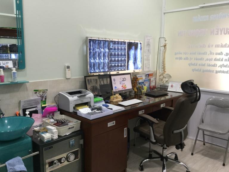 Phòng khám Chấn thương chỉnh hình của bác sĩ Nguyễn Trọng Tín có đầy đủ các thiết bị y tế, chuyên khoa, phục vụ cho việc khám và điều trị.
