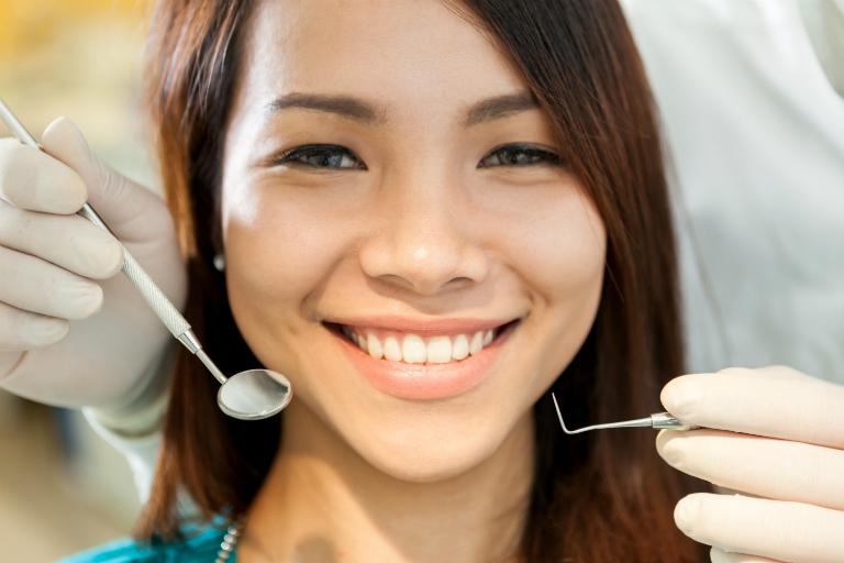 Phòng răng Minh Hường có các dịch vụ như: nhổ răng, trám răng sâu, chỉnh nha, niềng răng, tẩy trắng răng,...