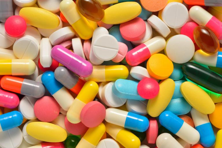 Thuốc Gumas có phản ứng tương tác với một số loại thuốc khác. Bạn nên hỏi qua ý kiến bác sĩ nếu có ý định kết hợp.