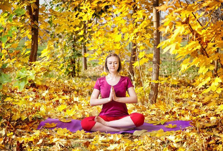 đau khớp gối có tập yoga được không