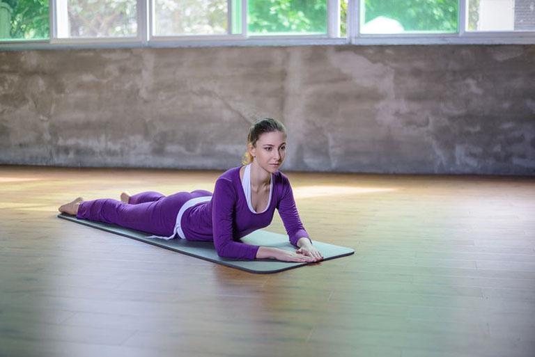 đau khớp gối có nên tập yoga