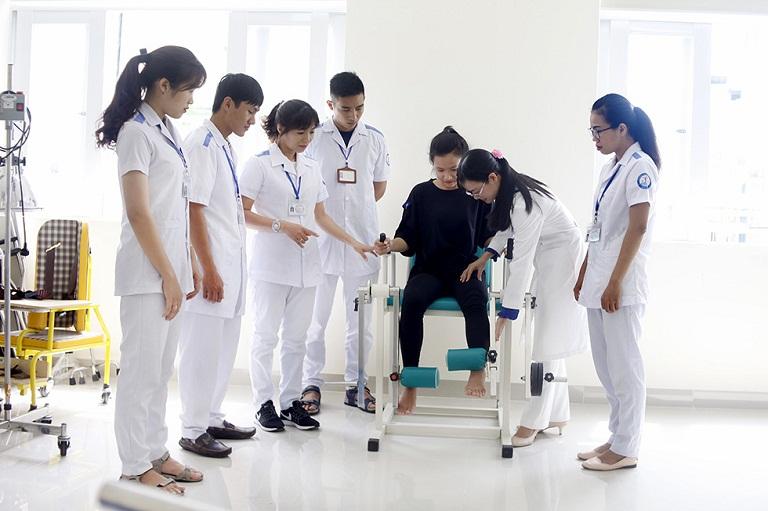 Đội ngũ bác sĩ bệnh viện phục hồi chức năng - điều trị bệnh nghề nghiệp