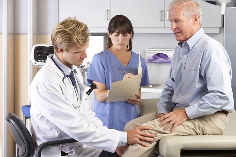 Cách chữa đau khớp gối ở người già