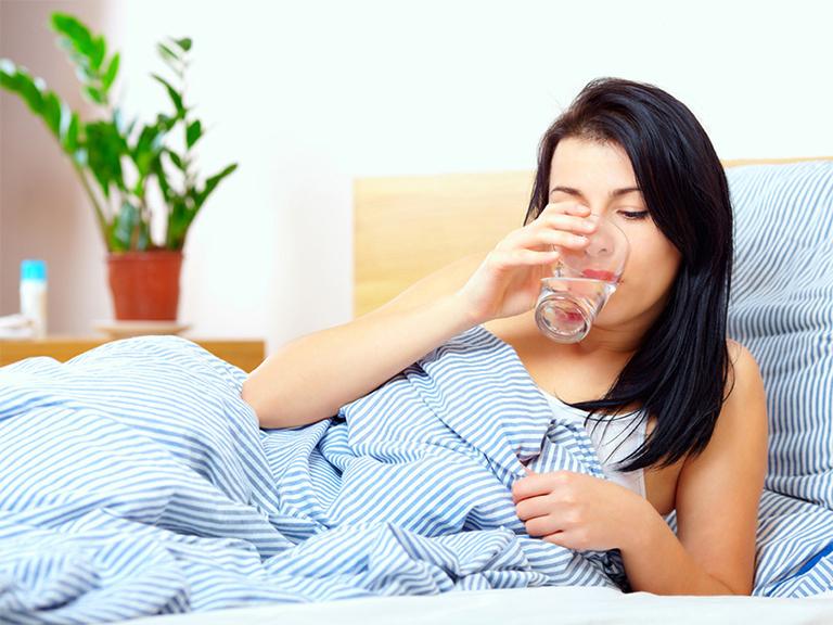 Dùng thuốc Nimesulide lúc bụng đói hoặc trước khi ăn