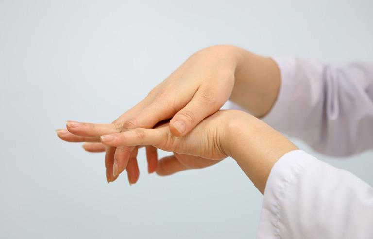 đau đầu ngón tay thường xuyên