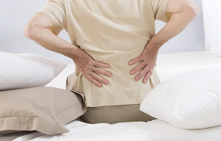 đau từ thắt lưng xuống hai chân