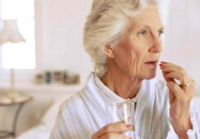 điều trị đau thần kinh tọa ở người già