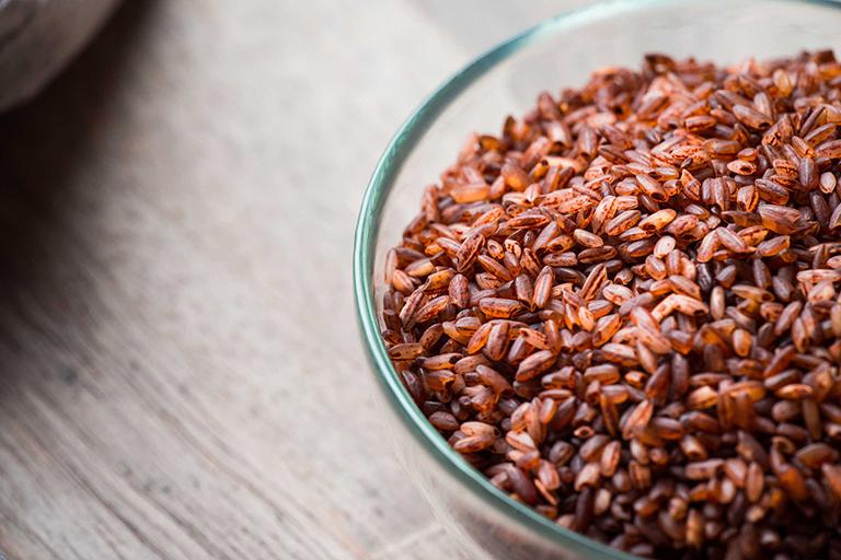 Trà gạo lứt giúp khắc phục tình trạng đau nhứt do bệnh Gout