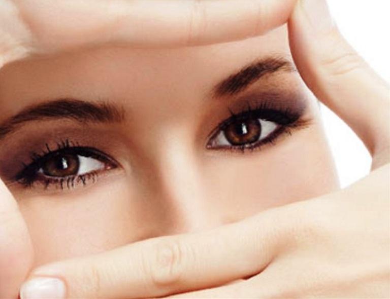 Lợi ích của nước dừa đối với sức khỏe đôi mắt