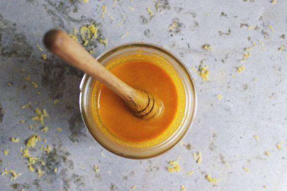 chữa trào ngược dạ dày bằng mật ong và nghệ