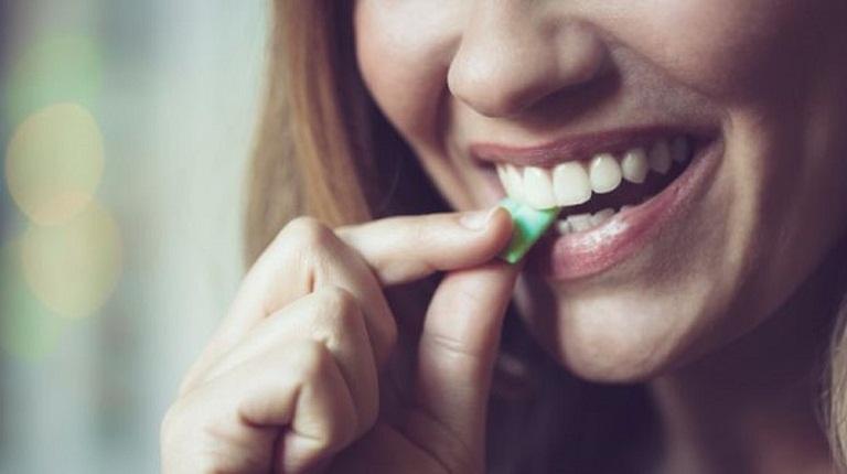 Mẹo chữa ợ nóng bằng kẹo cao su